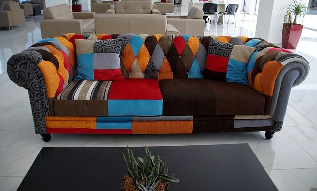 čalouněný gauč