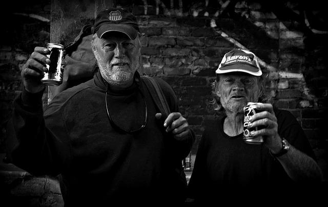 muži s alkoholem.jpg