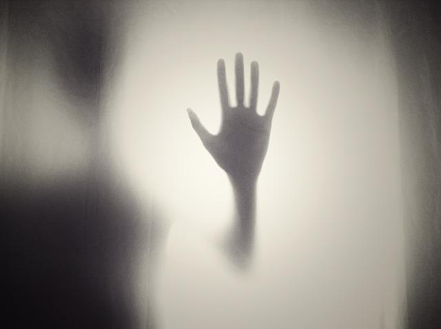 ruka na skle.jpg